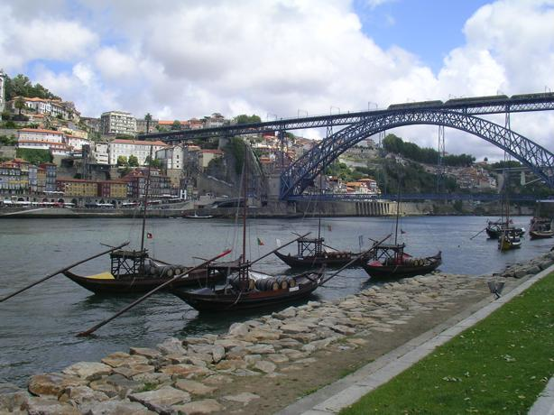 Podul lui Eiffel peste raul Douro, la Porto