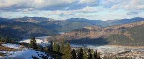O vedere de desktop la cativa km de Durau, intr-o dimineata rece si vantoasa de dupa Craciun