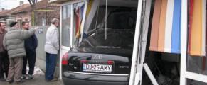 Olteanca AMY n-a mai avut bani si de avarii cand si-a luat Audi, asa ca intra cu el direct unde are treaba