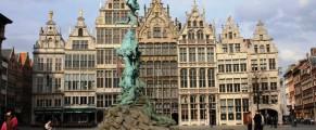 Asta vede primarul din Anvers, zi de zi, de la fereastra lui de primar