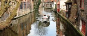 Barcile sunt pline cu asiatici, de parca ar veni direct de la ei de acasa pe apa