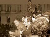 Iiescu in balconul CC, o poza mica copiata de pe siteul adevarul.es