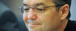 Emil Boc, un român cu iPad - foto Mediafax