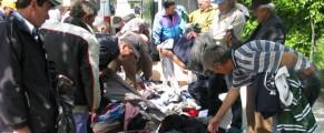 Oamenii strazii au nevoie de haine