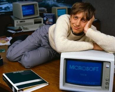 Uite așa stă Bill și așteaptă emailurile