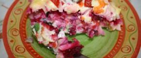 Salata cu legume si hering marinat