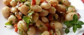 Salata cu fasole si castraveti murați