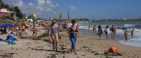 Plaja plina cu rudele locuitorilor din 2 Mai