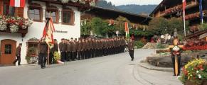 Militarii aliniaţi la onor