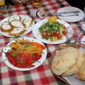 Tradițional balcanic: sarmale, mici, clătite