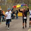 Când maratoniștii mănâncă sarmale, iar turiștii joacă Hora Unirii