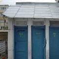 Dungile maro de pe pereții WC-urilor de stat