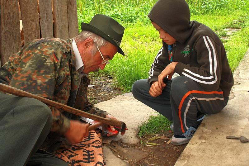 bunicul-nepotul-coasa