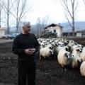 Doctorul cu 2000 de pacienţi şi 350 de oi