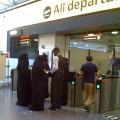 Cum trec femeile arabe prin vamă