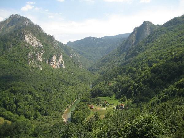 Valea rîului Tara