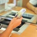Cât de scump e un funcționar de ghișeu de bancă?