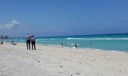 politisti-plaja
